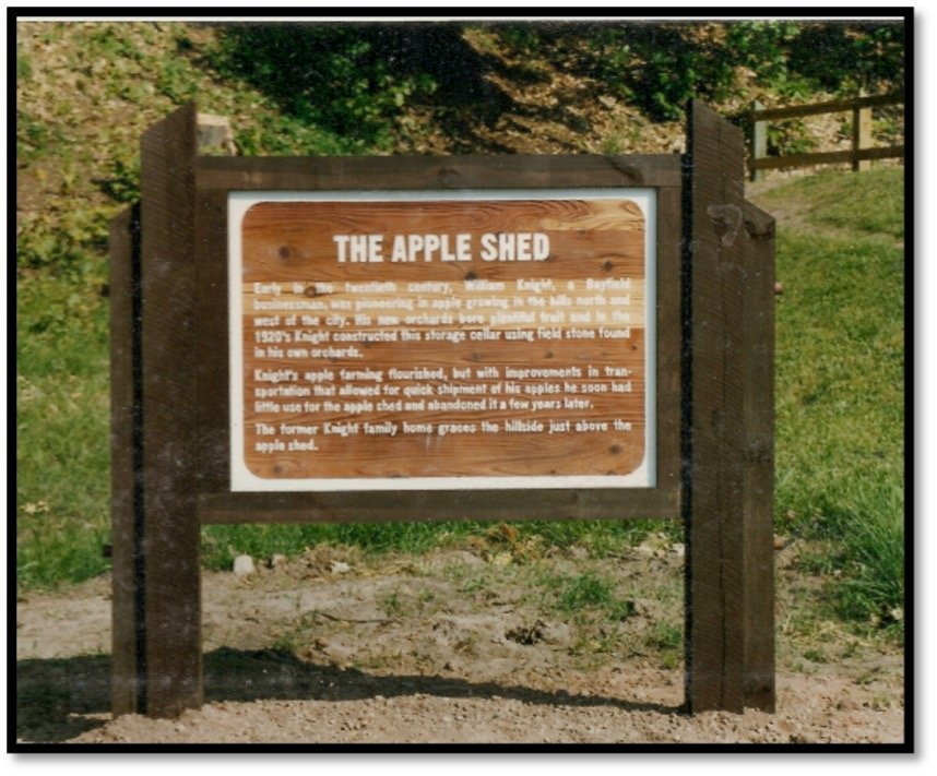 Bayfield Apple Shed Sign